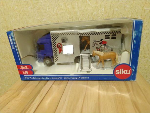 Модель Siku (1:50) Грузовик для перевозки лошадей (1942)