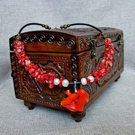 Коралловое ожерелье с подвеской