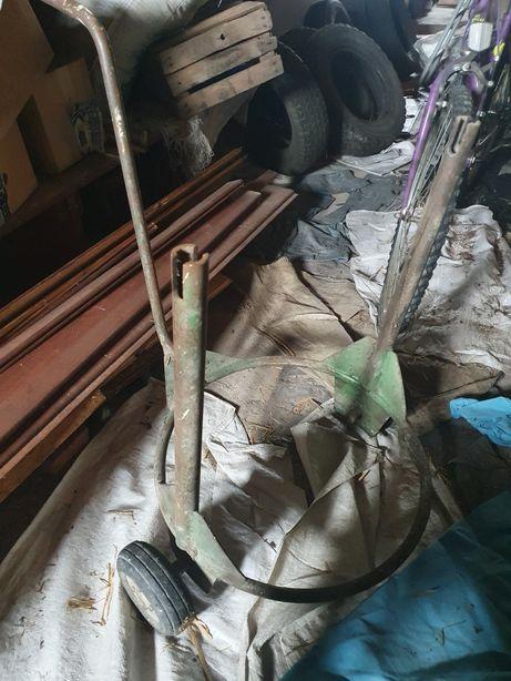 Wózek transportowy ręczny z dyszlem na beczki