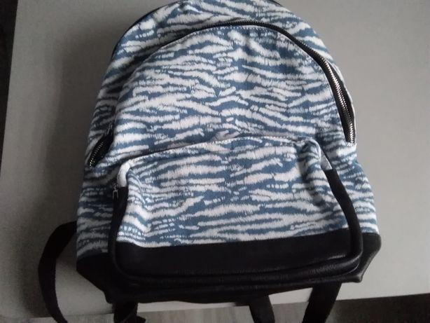 Nowy plecak włoskiej marki Carpisa. 129 zł.