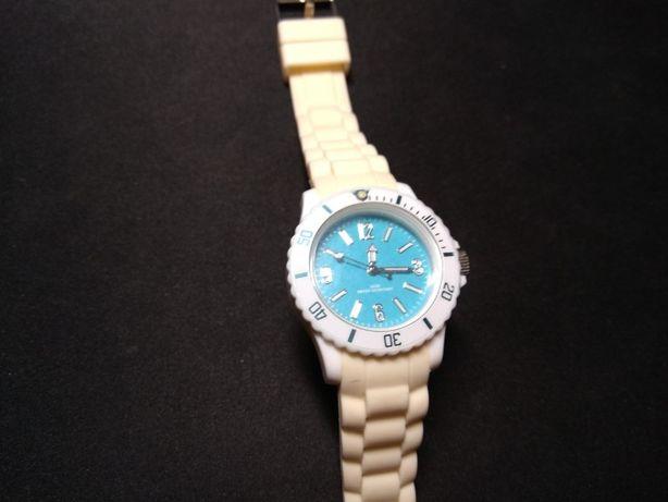 Часы спортивные белые, бежевый силиконовый ремешок