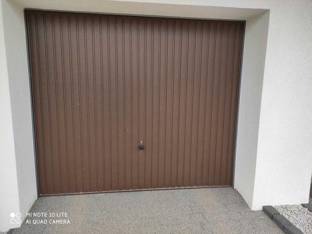 Brama uchylna Hormann 2500x2125 brązowa