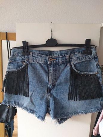 Szorty jeansowe z frędzlami
