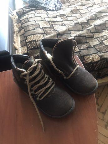 Продам детские ботинки зимние