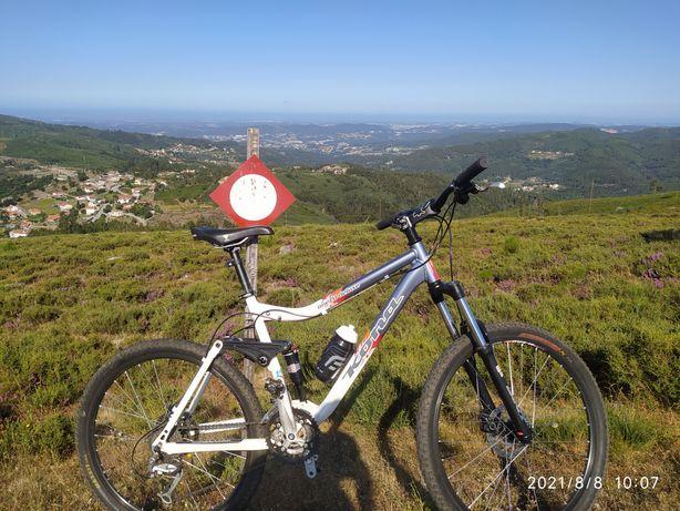 Bicicleta suspensao total