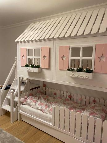 Łóżko piętrowe domek