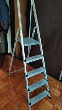Escada de armar como nova