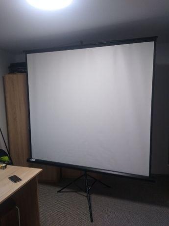 Ekran projekcyjny PTIKA
