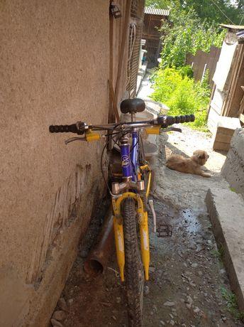 Продається велосипед з передачами треба підтягнути трос на пиридачах