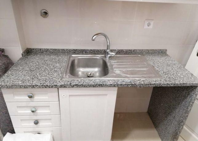 Bancada de cozinha com armario inclui cuba e torneira