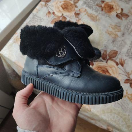 Продам детские кожаные ботинки для девочки