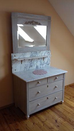 Stara toaletka z lustrem po renowacji