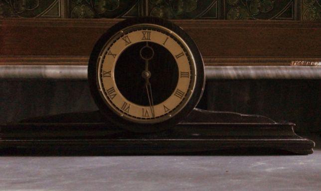 Черный антикварные старинные часы 62 года с гравировкой