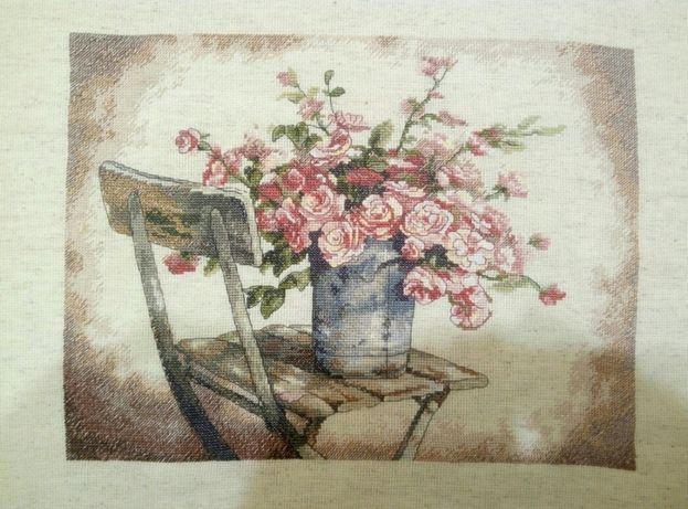 картина вышита крестиком белые розы на стуле