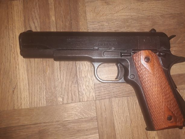 Colt 1911 replika firmy DENIX.