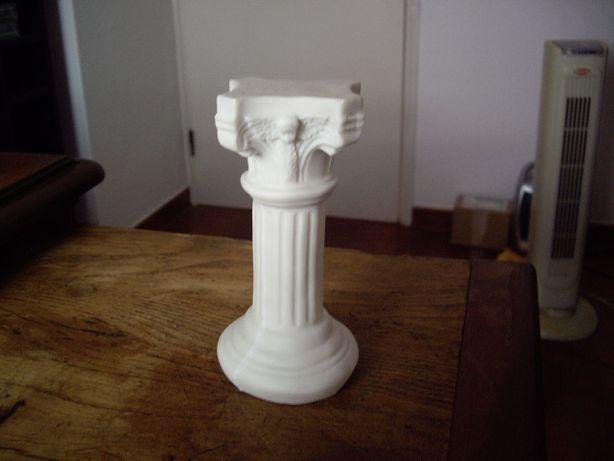 Coluna em resina c/ 15cm de altura p/ figura/estatueta (NOVA)