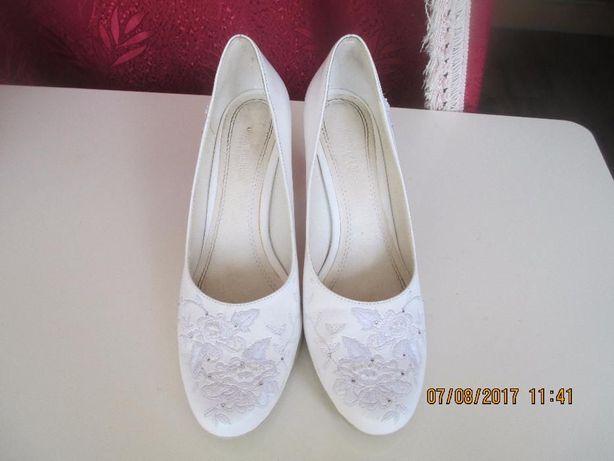 туфлі жіночі весільні