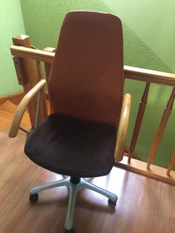 krzesło obrotowe na kółkach
