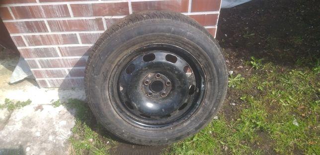 Felga stalowa z oponą Dunlop 195/65R15