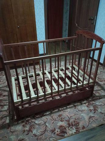 Продам детскую кроватку - маятник.