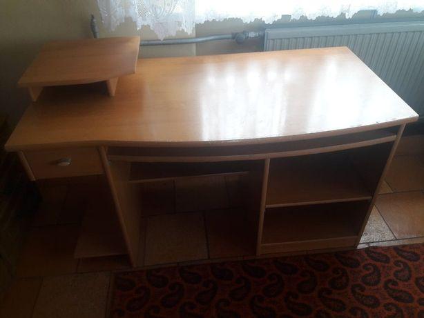 Duże biurko z podstawką na monitor i wysuwanym blatem na drukarkę