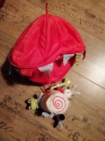 Wieszak Ikea oraz ozdoba nad łóżko dziecięce balon z zabawkami Ikea