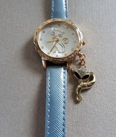 Śliczny kwarcowy dziecięcy zegarek, główny motyw to kotek :)) Nowy