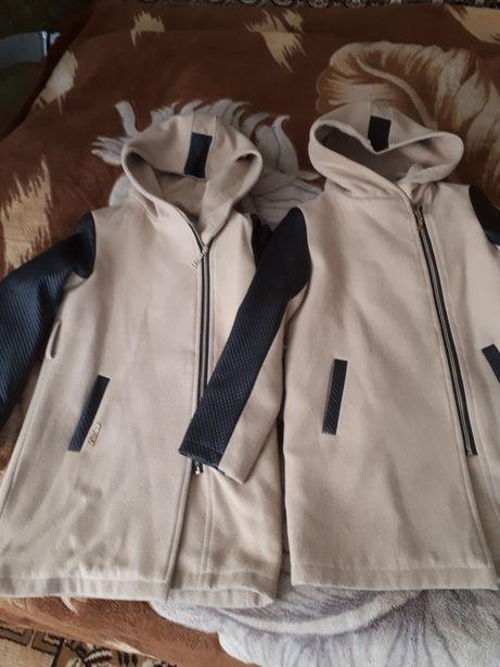 Вещи для близняшек, двойни. Кашемировые пальто. Цена за 2 шт