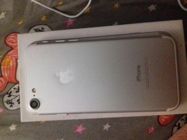 Телефон iPhone 7 . Продам два телефони.