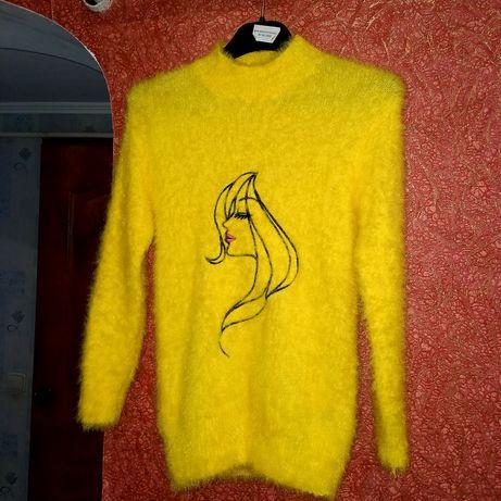 Тёплый пушистый свитер