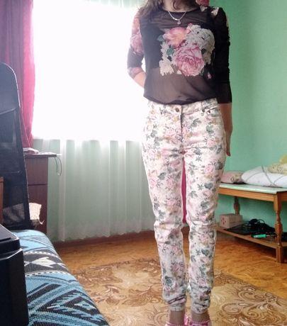 Джинси в квітковий принт forever 21 / джинсы