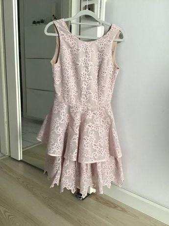 Sukienka YOSHE pudrowy róż S gipiura koronka rozkloszowana