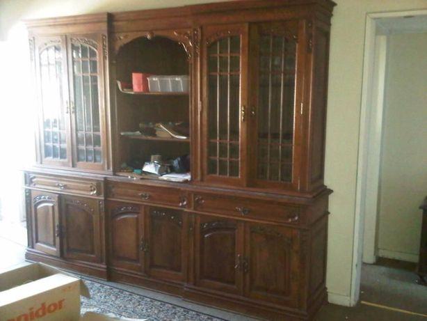 Móvel de sala, com qualidade, madeira de castanho e vidros bizelados