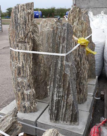 szpila głaz Kora Kamienna Gnejs rózne frakcje 1 gat. podstawa betonowa