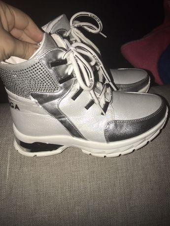 Продам новые крутые кроссы 34р