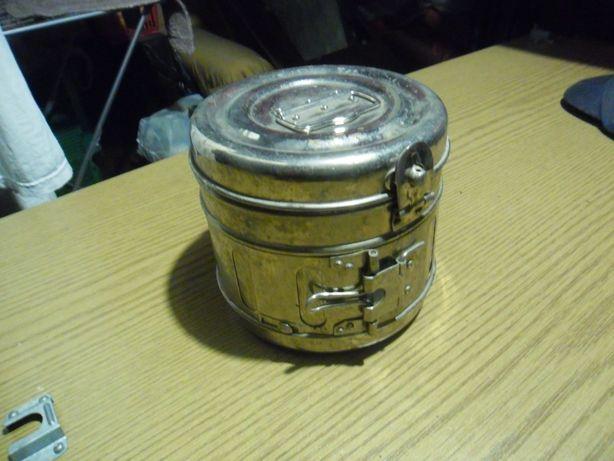 Pojemnik do sterylizacji narzędzi chirurgicznych