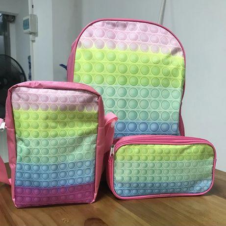 Kit mochila + bolsa de ombro + estojo
