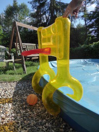Kosz do basenu z dmuchanym kołnierzem dla dzieci.