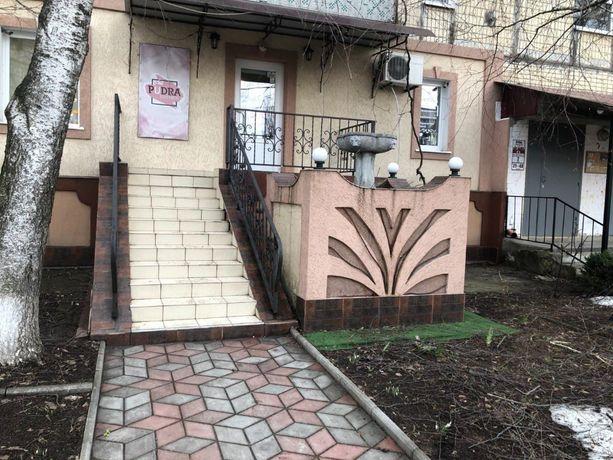 Трикімнатна квартира (офіс) з окремим входом з вулиці