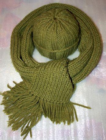 Вязаная шапочка с длинным шарфом