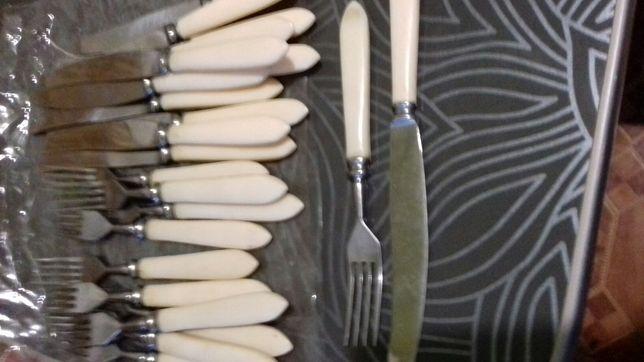 Набір вилок і ножів