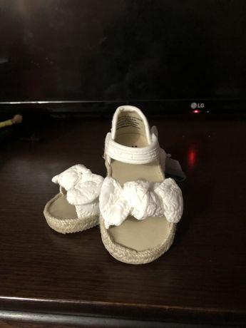 Босоніжки для дівчинки h&m,білі босоніжки,сандали