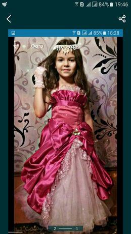 Платье красивое на девочку ,в отшичном состоянии