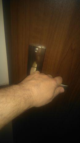 Montaż drzwi - usługi wykończeniowe-gładzie,szpachle,malowanie,