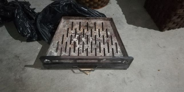 Grelha de lareira com gaveta