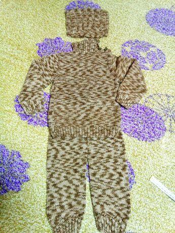 Связанный костюм, р.68, 6 мес.