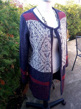 piękny płaszczyk sweterek łączone kolory i wzory