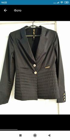 Продам женский классический пиджак.