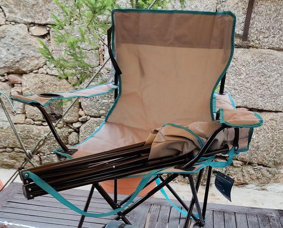 Cadeira dobrável com braços