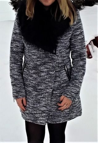 Płaszcz zimowy z futerkiem czarno-biały